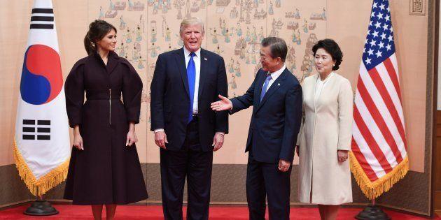 Trump en Corée du Sud, sous l'œil d'une population inquiète de son attitude va-t-en guerre avec
