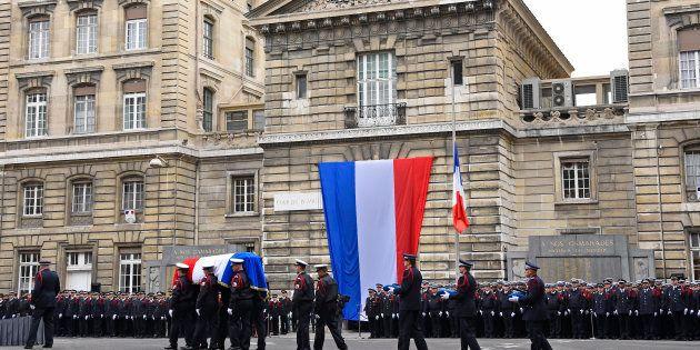 Xavier Jugelé, le policier tué dans l'attentat des Champs-Élysées, reçoit un hommage
