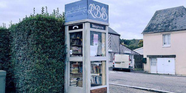 À Boissey, dans le Calvados, une ancienne cabine téléphonique a été transformée en