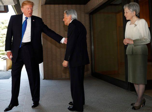Donald Trump avec l'Empereur Akihito et l'Impératrice Michiko, le lundi 6
