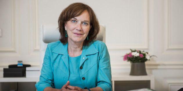 Exclusivité: La ministre Laurence Rossignol et des féministes de la société civile signent un