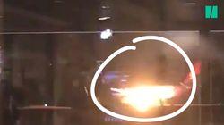 Des passagers attendaient d'embarquer quand ils ont vu cet appareil en feu sur le