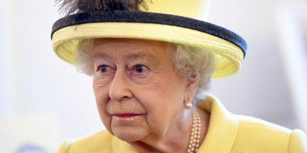 La reine Elizabeth II, toujours convalescente, n'assiste pas au service religieux du Nouvel