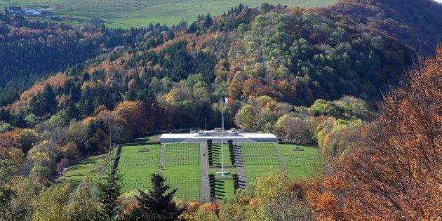 Le cimetière du Vieil Armand sur l'éperon rocheux du Hartmannswillerkopf, théâtre de combats meurtriers...