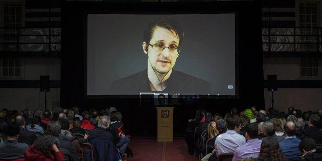 Le 6 juin 2013, les documents donnés par Edward Snowden à plusieurs journalistes commencent à être