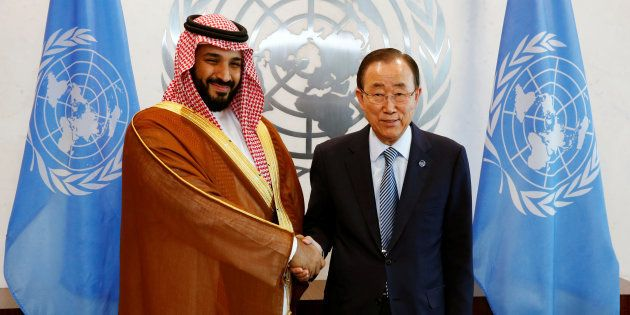 Le prince d'Arabie Saoudite, Mohamed Ben Salman, à gauche, aux côtés de Ban Ki-Moon, le Secrétaire général...