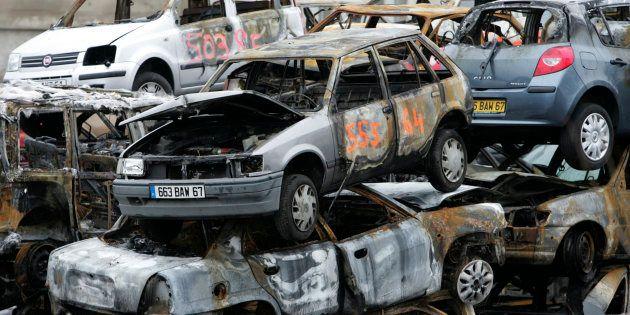 Des voitures brûlées pendant la nuit du Nouvel an à Strasbourg, le 1er janvier
