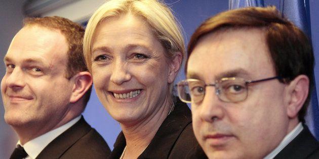 Marine Le Pen en 2015 au côté de Jean-François Jalkh (au premier