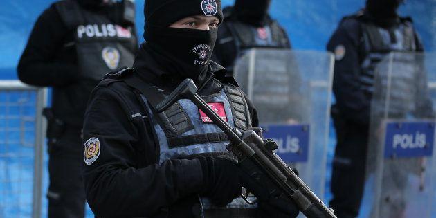 En Turquie, l'assaillant de l'attentat d'Istanbul toujours en