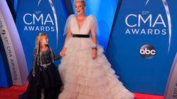 Pink avait la plus mignonne des cavalières aux CMA