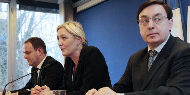Marine Le Pen entourée de Steeve Briois et Jean-Franïçois Jalkh en janvier
