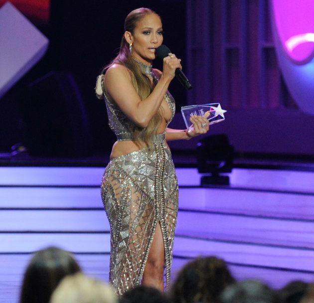 La robe de Jennifer Lopez laisse peu de place à
