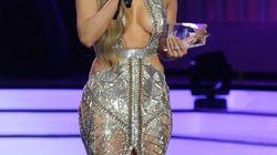 La robe de Jennifer Lopez laissait peu de place à