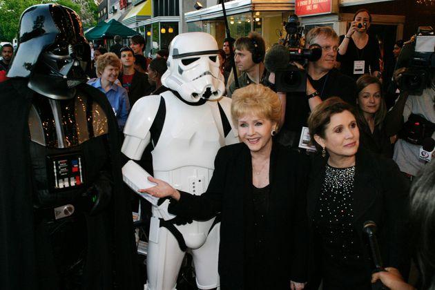 Debbie Reynolds et Carrie Fisher à la première de