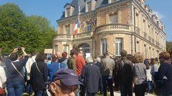 Manifestation dans la ville de Nicolas Dupont-Aignan après son soutien à Marine Le