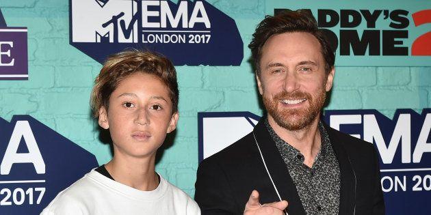David Guetta et son fils Tim Elvis aux MTV EMAs 2017 au SSE Arena, de Wembley le 12 novembre 2017 à