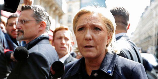 Marine Le Pen, arrivant à son siège de campagne à Paris, le 28 avril