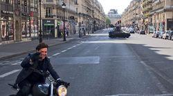 Tom Cruise avait oublié son casque pour cette course poursuite à moto devant l'opéra de