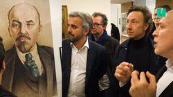 Quand Alexis Corbière reçoit Stéphane Bern au milieu des portraits de