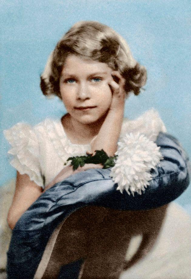La future reine Elizabeth II à l'âge de 9 ans, en