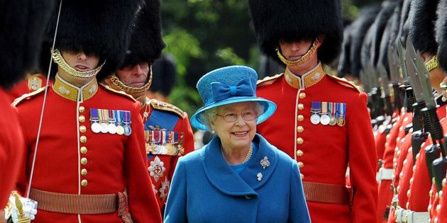 La reine d'Angleterre Elizabeth II à Buckingham Palace, en mai
