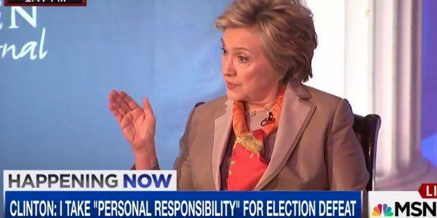 Hillary Clinton dit assumer la responsabilité de sa défaite à la présidentielle... sauf que