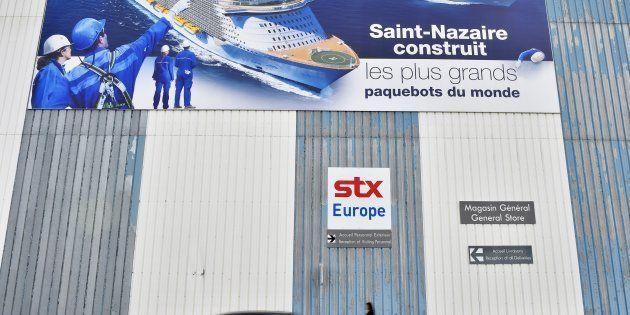 Devant un bâtiment de la société STX à Saint-Nazaire, le 6 décembre