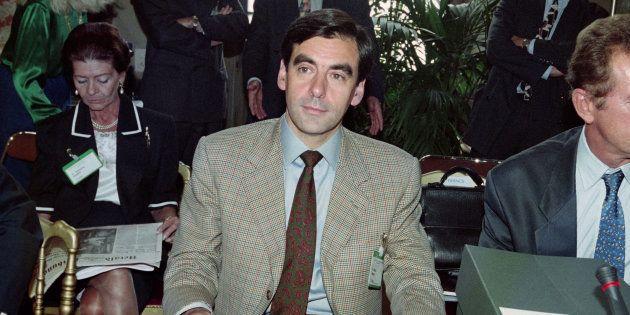 François Fillon en 1996, alors Ministre délégué à la Poste, aux Télécommunications et à
