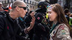 La photo de cette scout qui tient tête à un néo-nazi en République tchèque est devenue