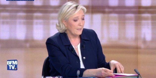 Pendant le débat présidentiel, Marine Le Pen était perdue dans ses fiches. Une experte nous explique comment éviter cet écueil