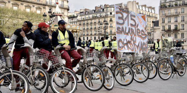 Des employés de JCDecaux manifestant à Paris le 4 avril