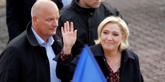 Avant le second tour de la présidentielle, le FN a passé le dernier jour de campagne à relayer des fake