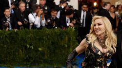Madonna félicite les Français pour leur (non) réaction sur l'âge de Brigitte