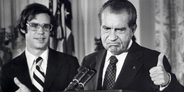 Le président américain Richard Nixon annonce sa démission au personnel de la Maison Blanche le 9 août