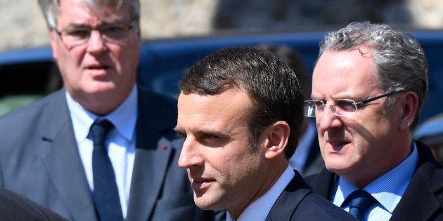 Emmanuel Macron entouré de son secrétaire général Richard Ferrand et de Jean-Paul Delevoye en charge...