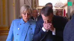 Emmanuel Macron a rendu à Brigitte le fameux baiser du second