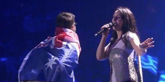 On sait qui est l'homme qui a montré ses fesses sur scène pendant l'Eurovision