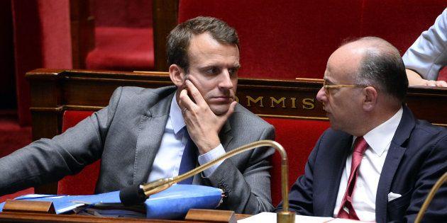 Pendant la passation de pouvoir avec Édouard Philippe, Bernard Cazeneuve tacle discrètement Emmanuel
