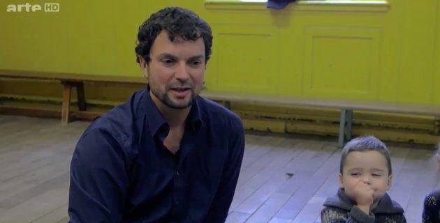 Jean-Philippe Lachaux, dans une classe, pour expliquer l'attention.