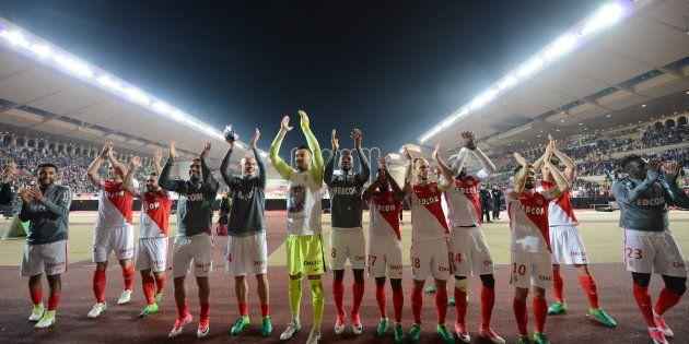 Les joueurs de l'AS Monaco fêtent leur victoire contre Lille le 14 mai
