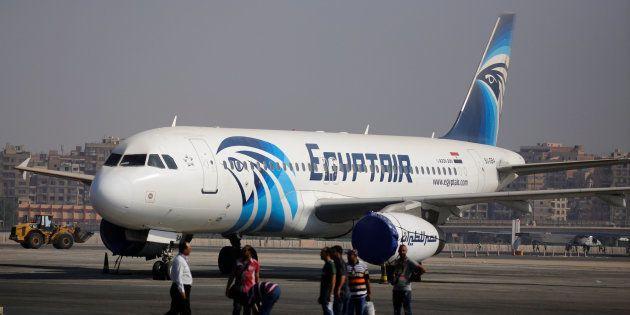 Un airbus A320 d'Egyptair sur le tarmac de l'aéroport du Caire en 2016 (photo