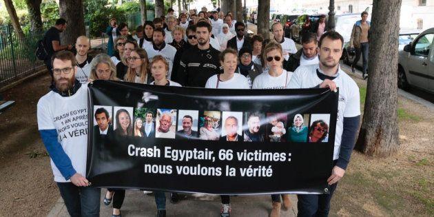 Rassemblement de l'association des familles de victimes le 19 mai