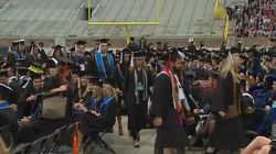 Ces jeunes diplômés ont préféré quitter la cérémonie plutôt qu'écouter le vice-président
