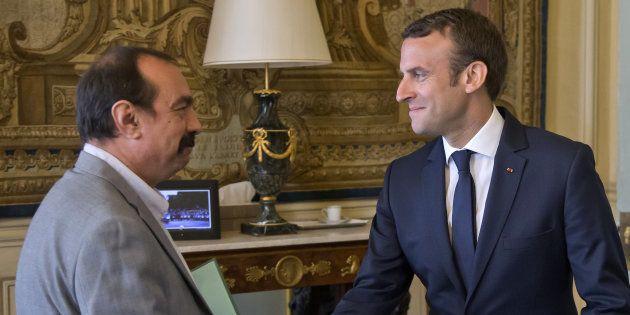 Rassurer sans rien lâcher: Emmanuel Macron, ici avec le patron de la CGT Philippe Martinez, tente d'amadouer...
