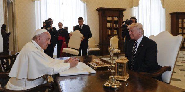 Lors de sa rencontre avec le pape François, Donald Trump avait beaucoup de choses à se faire