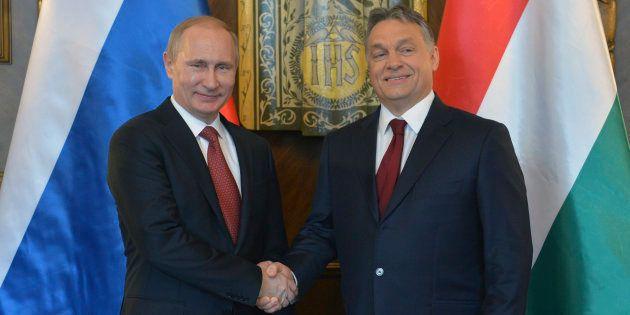 Vladimir Poutine et Viktor Orban lors d'une rencontre à Budapest le 17 février