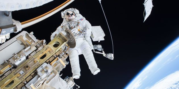 On a découvert une bactérie sur l'ISS qui n'existe pas sur Terre (et elle pourrait nous aider à vivre...