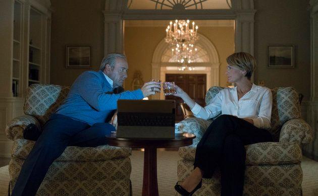 """""""House of Cards"""" saison 5 prouve que Donald Trump n'arrive pas à la cheville du couple Underwood - ATTENTION"""