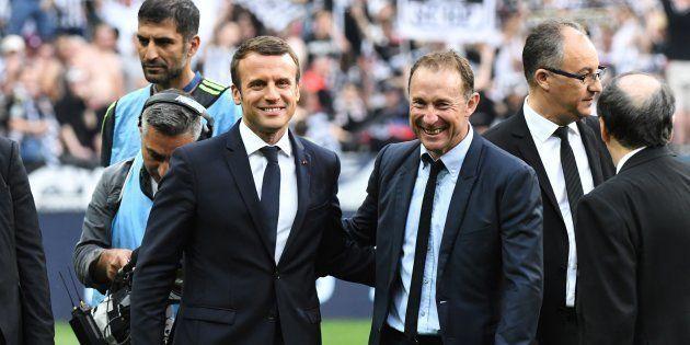 Emmanuel Macron et Jean-Pierre Papin au Stade de France le 27 mai