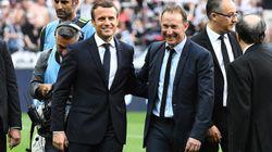 Macron sifflé par les supporters du PSG sur la pelouse du Stade de
